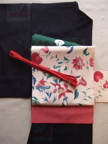結城縮に手描き更紗帯。